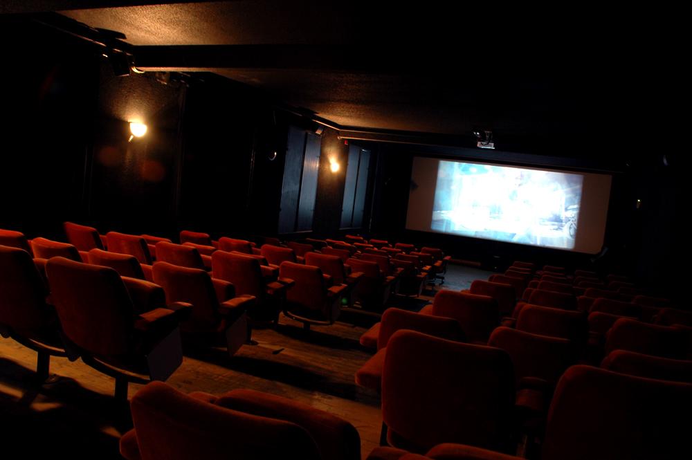 Unser Saal mit ganzen 99 Sitzplätzen, Heimat wilder Filme